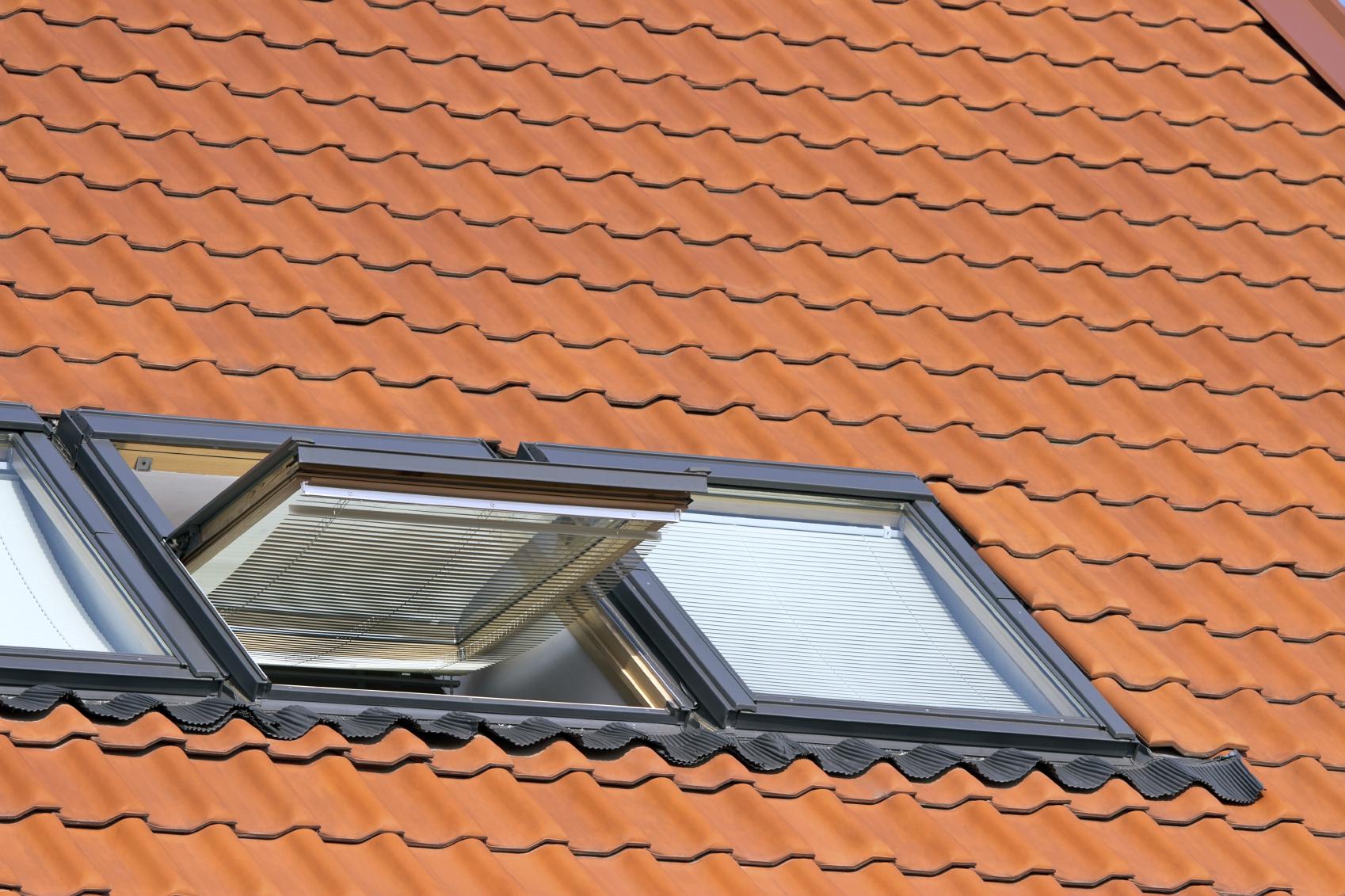 Berühmt Dachfenstereinbau: Kostenübersicht für kleine & große Dachfenster SE14