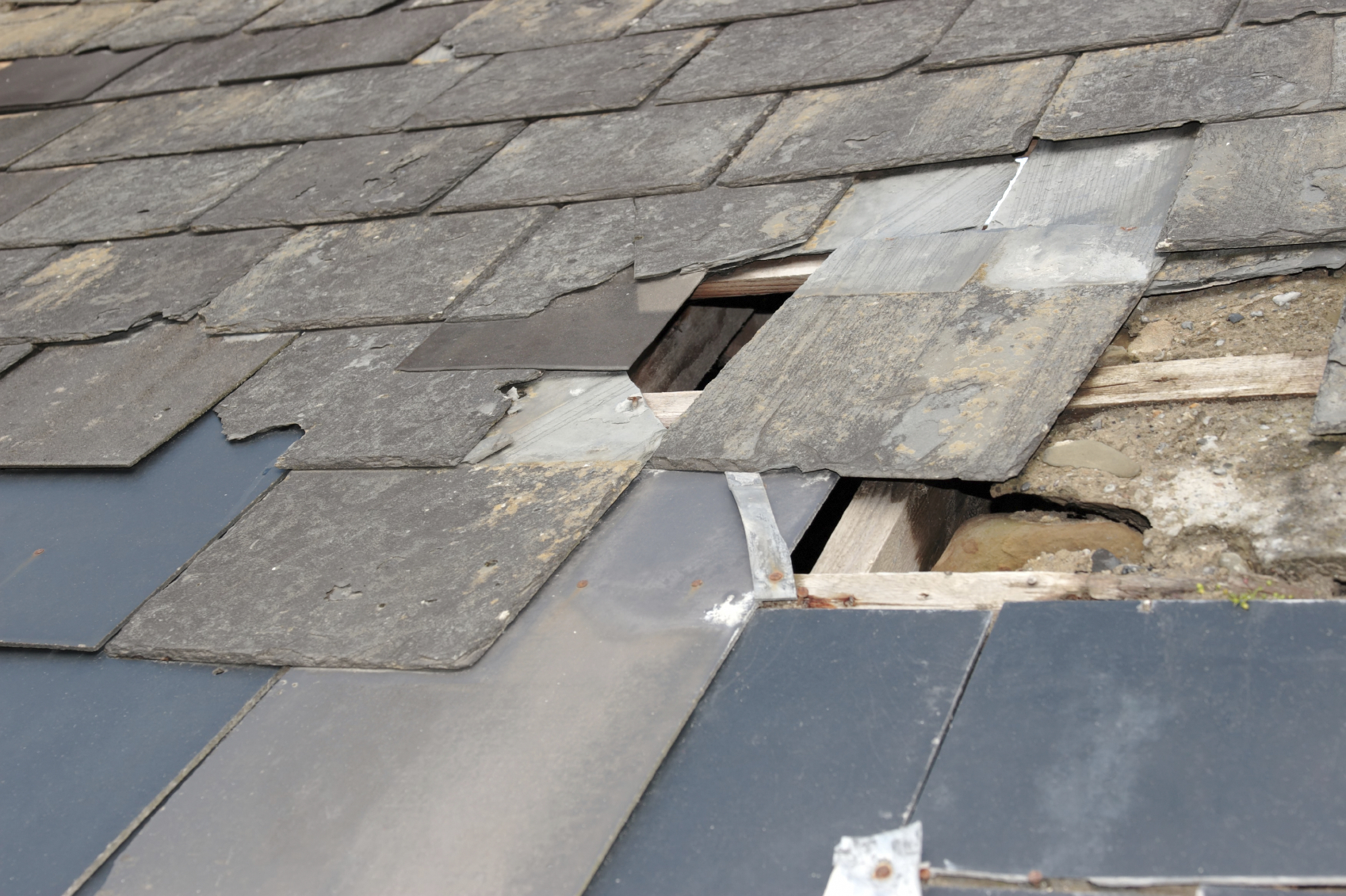hilfe bei der dachreparatur schnell handeln 11880. Black Bedroom Furniture Sets. Home Design Ideas